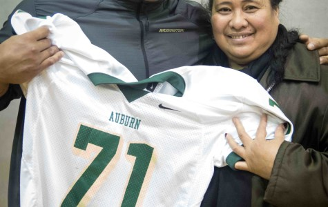 Danny Shelton and his mother pose with his retired AHS jersey.